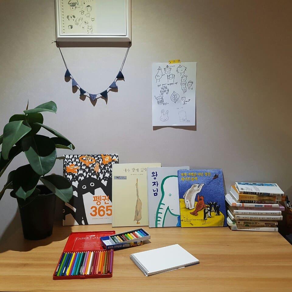 혼자를 위한 집에는 읽을거리가 많아요! 영감을 받았다면 마음이 가는대로 드로잉북을 채워보세요!