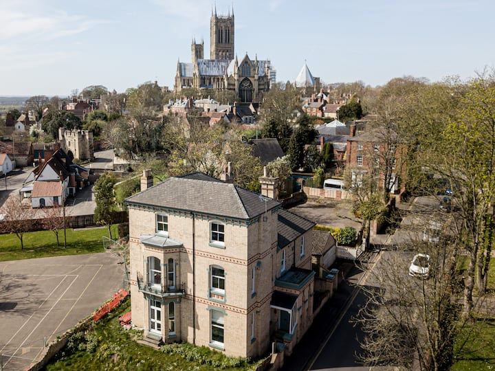 The Lincoln Apartments ....The Cathedral