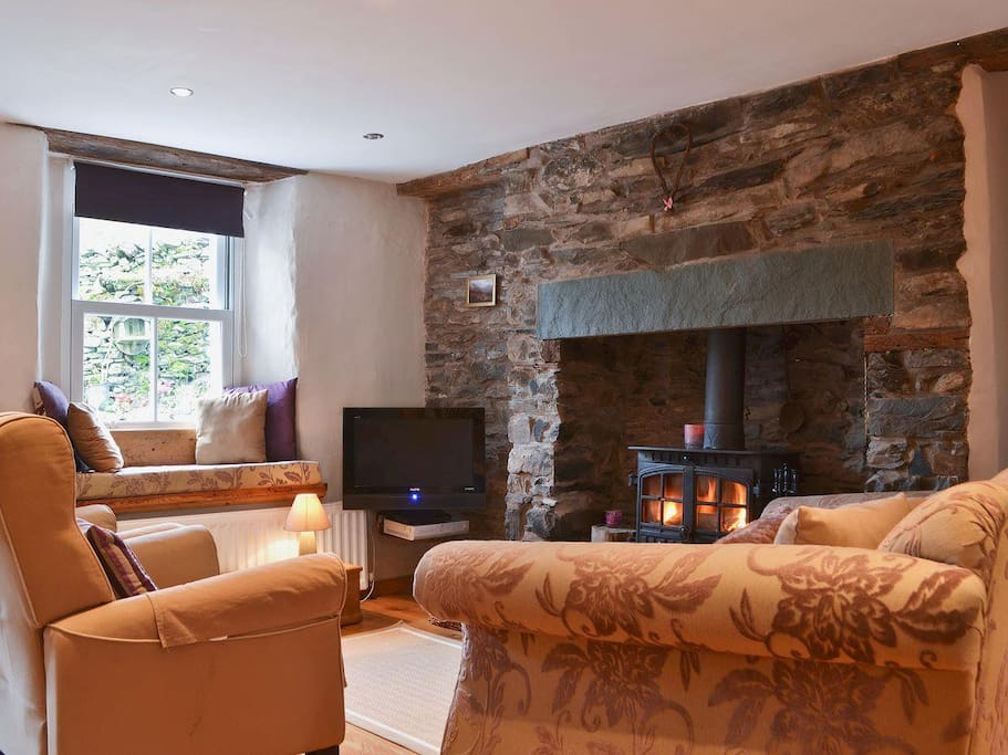 COSY RELAXING FULLY CENTRAL HEATED WITH LOVELY LOG BURNER