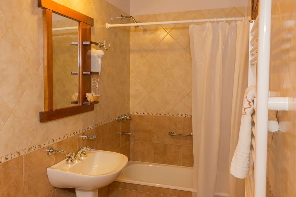Habitaci n doble en hoster a el para so ba o priv bed - Amenities en el bano ...