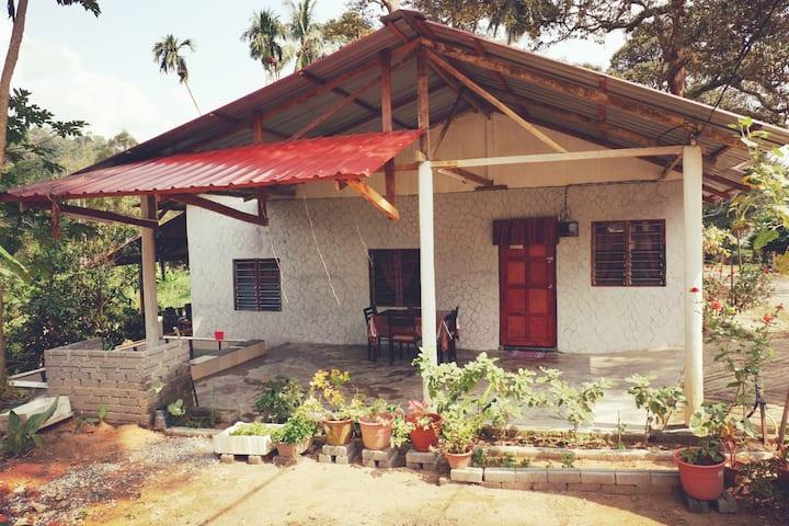 Chu Mon's Homestay Janda Baik (15 min from river)