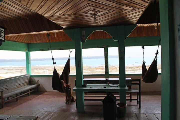Marlynto Surf Camp (King Bed with Fan)