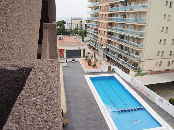 Cozy apartment with sea views in Malgrat de Mar. Communal swimming pool.