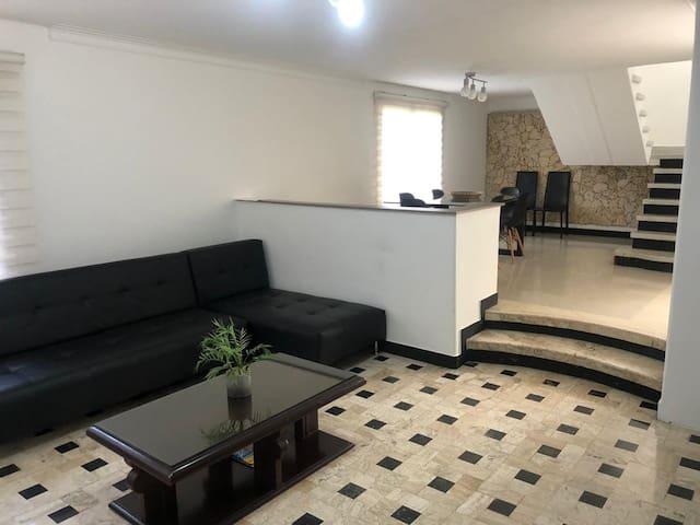 Great house for groups in El Poblado, Medellin