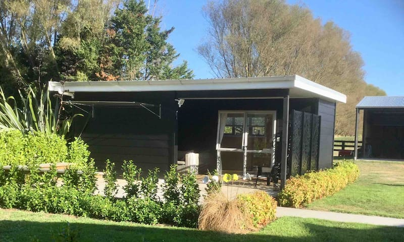 Cambridge Cabin. Glamping at its best!