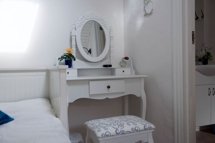 Lotus BB - Indre ro yoga - with private bathroom