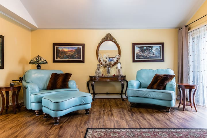 Beautiful Brookhaven Golf Course Home with a Pool
