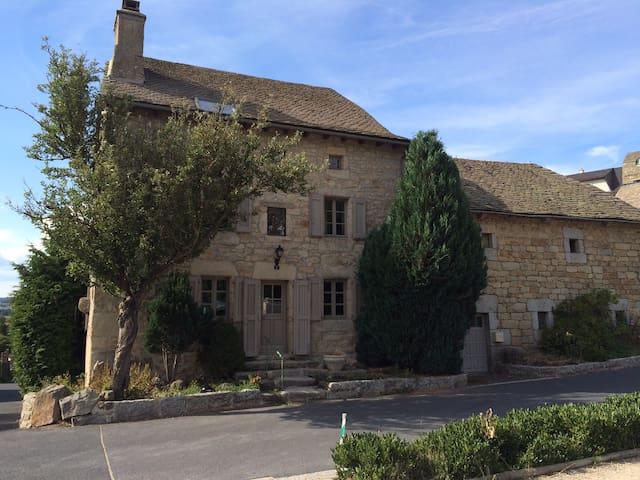 Maison de caractère au coeur d'Aumont-Aubrac - Aumont-Aubrac - Casa