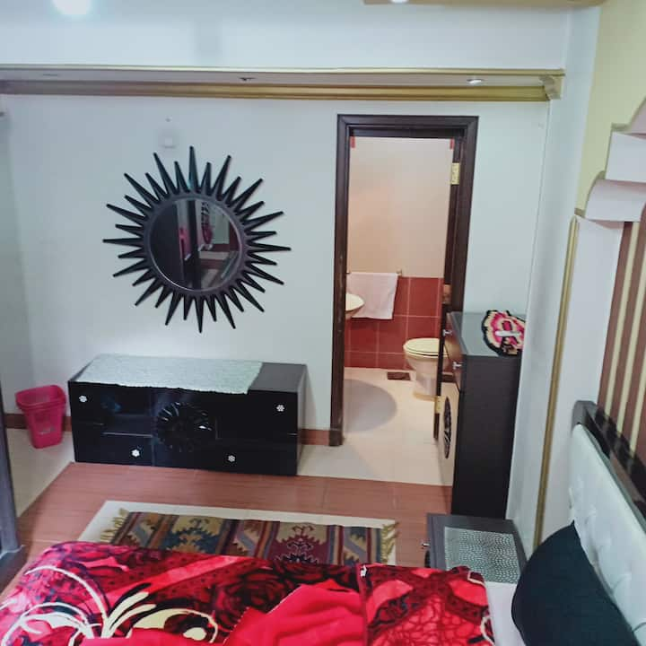 private studio,private intrance. couples & friends