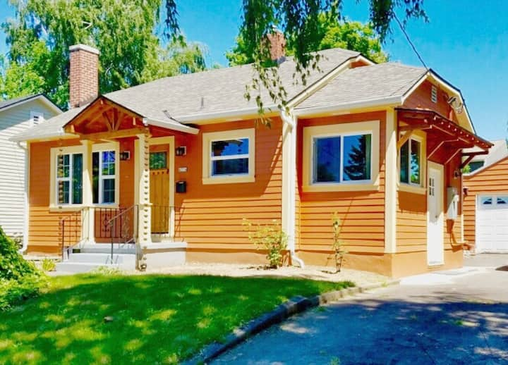 Charming Bungalow Close in SE Portland with A/C