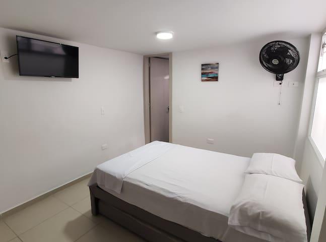 Dormitorio secundario (cama matrimonial y nido debajo de la cama)
