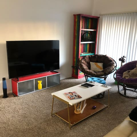 Near Disneyland Cozy apartment and sharing room!