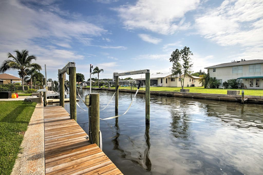 Located right on a canal, this home allows you to kick back, relax and watch boats cruise by on the Manatee River.