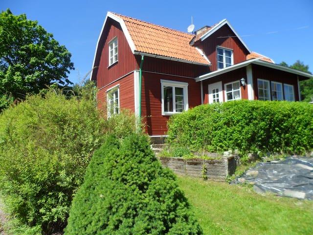 charmigt äldre hus med 6 sängplatser