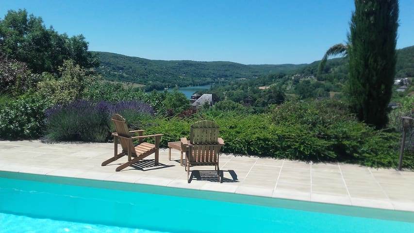 Lissac-sur-Couze : maison avec vue sur le lac