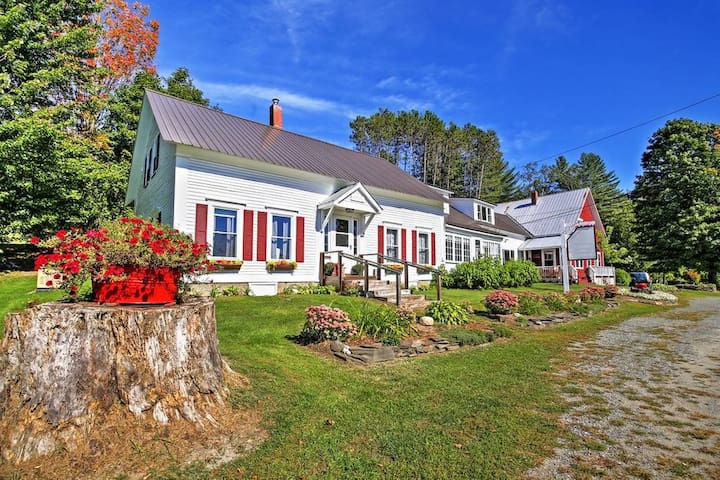 Craftsbury Farmhouse Retreat-2 bedrooms and suite