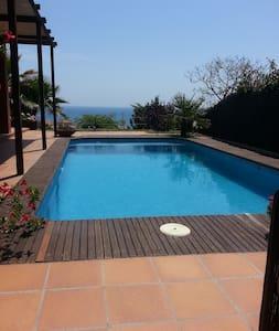 vakantie huis met een prachtig uitzicht op zee - Canet de Mar - Casa