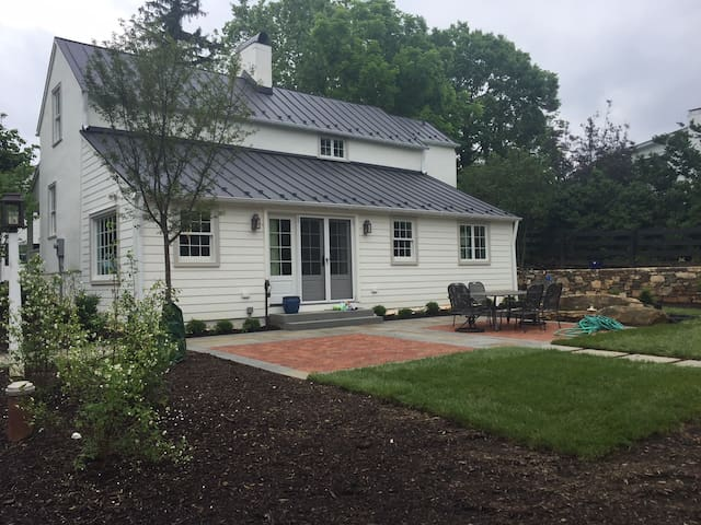 Lanham House - Fully Restored Upperville Gem