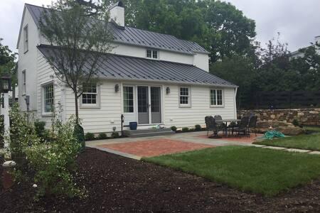 Lanham House - Fully Restored Upperville Gem