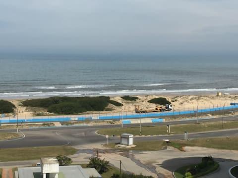 Apto Premium frente a Playa Brava