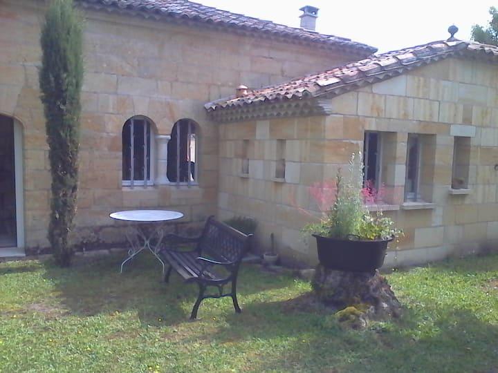 Maison pierre au coeur du vignoble à Saint Emilion