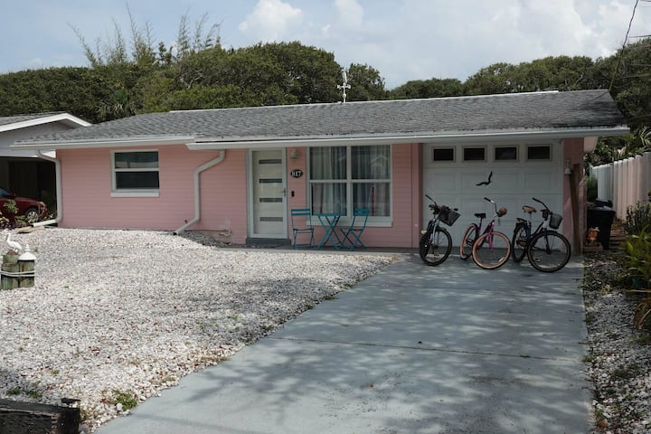 """Coconut Cabana"" Fantastic 2 bedroom 1.5 bathroom house in the heart of NSB!"