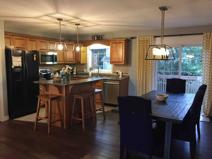 Spacious, clean 4 bedroom, just 5 min to downtown