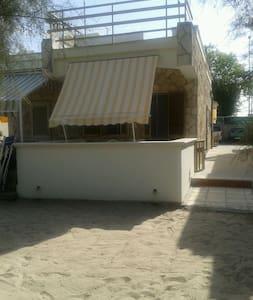 La casa sulla sabbia vicino al mare - Frigole - Osakehuoneisto