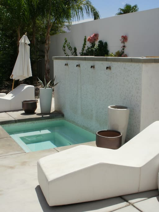 Spa like atmosphere right outside the casita door with mountain views!