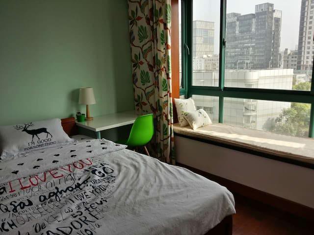 复旦书馨公寓—主卧带飘窗—明亮宁静高层房(OnlyChinese) - Shanghai - Apartment
