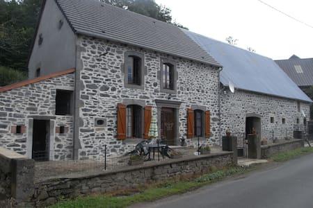 Logement, le fayet,Marcenat 15190 Wi-Fi.ANCV.