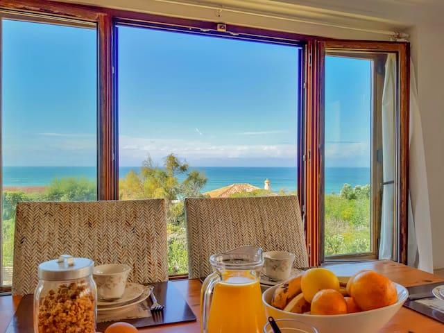 Beachfront Villa Casa da Nau