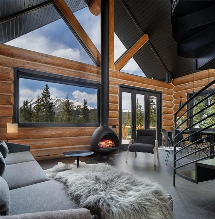 NEW LISTING! Modern Mountain Getaway - Spectacular Views!