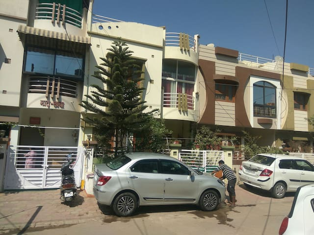 2 Private Rooms-Bangali Square-Home Food Available