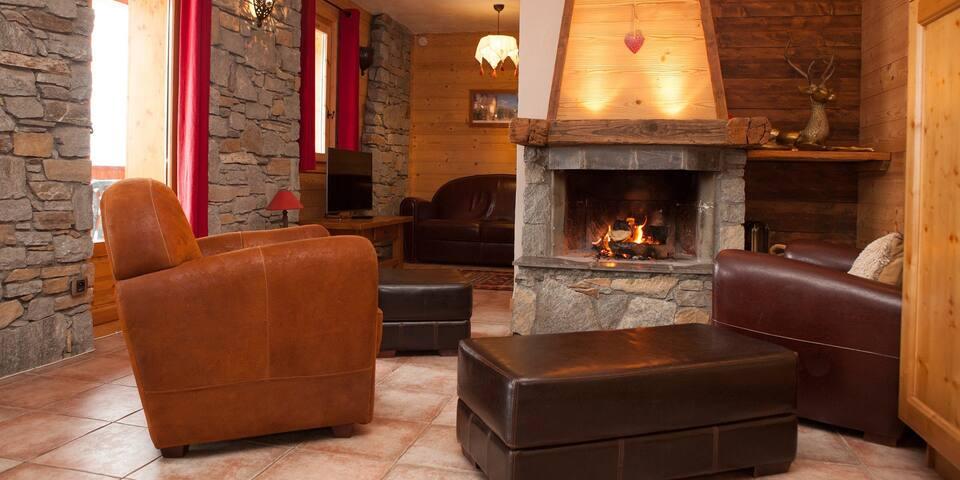 Montseti, luxury ski-in, ski out 3-bed apartment