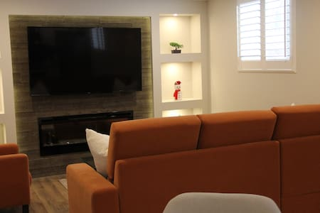 Luxury Suite Near Airport, Parking, Patio, CableTV