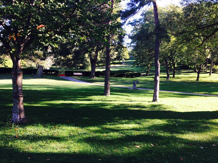 High Park is the largest and most beautiful park in Toronto with a zoo, beautidul gardens and playgrounds for kids.