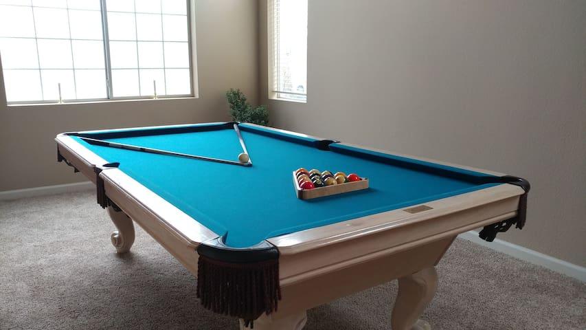 2 Bdrms Private Bath + Self Checkin & Pool Table! - North Las Vegas - Ev