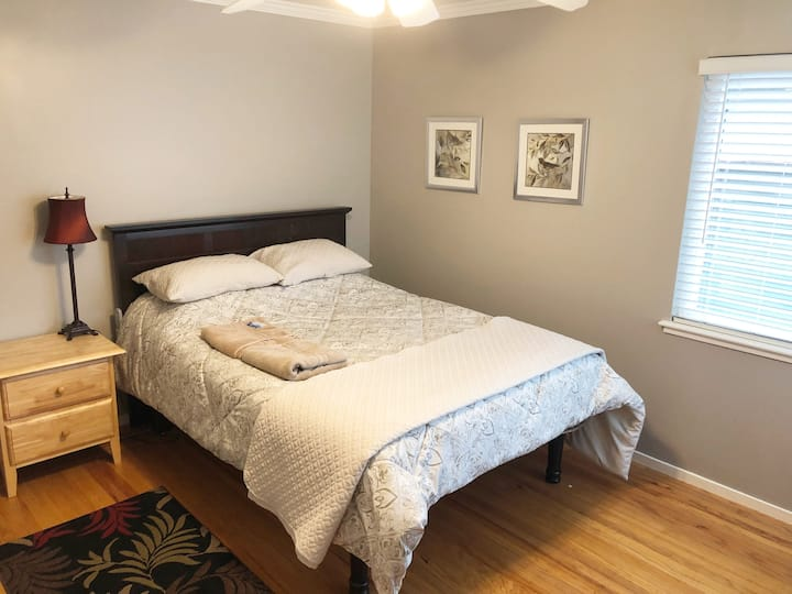 Large Private Room- ONE Block from DOWNTOWN