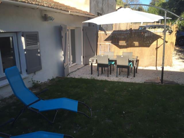 Charming house on a garden level - Mandelieu-La Napoule - House