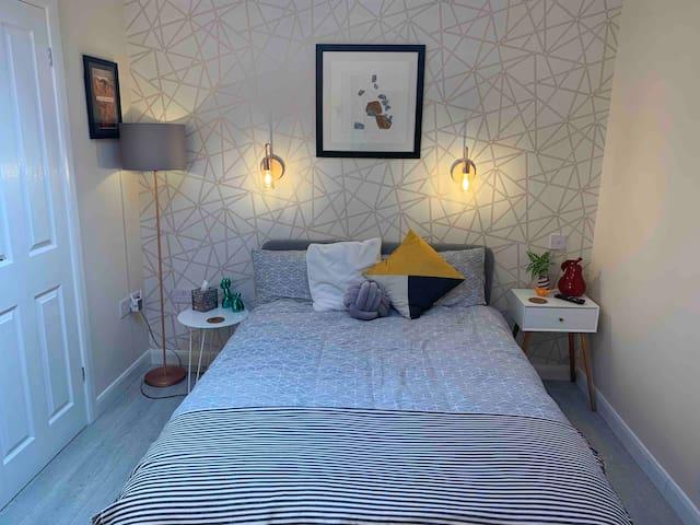 Bedroom (main room)
