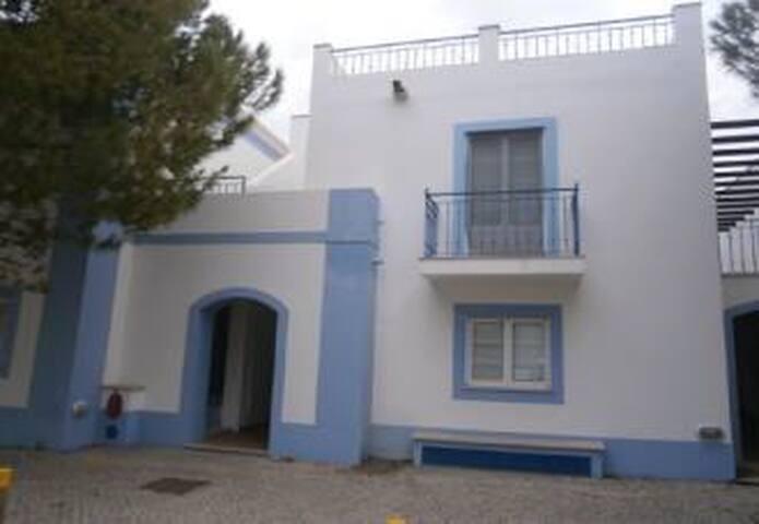 A Casinha Azul...a pé da Praia