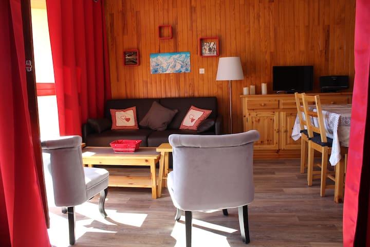 SYBELLES - Grand studio - 180° plein sud au soleil - Fontcouverte-la-Toussuire - Selveierleilighet