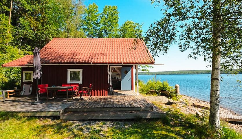 Secluded lakefront cabin (30% week discount)