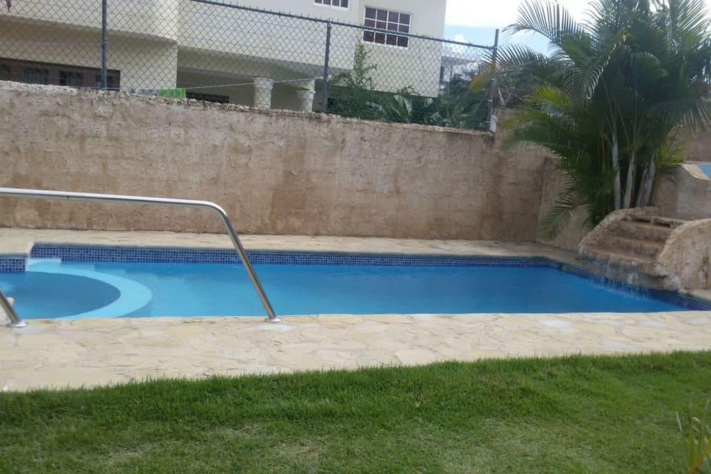 Apartamento con piscina y jacuzzi con playa cerca for Apartamentos con piscina y playa