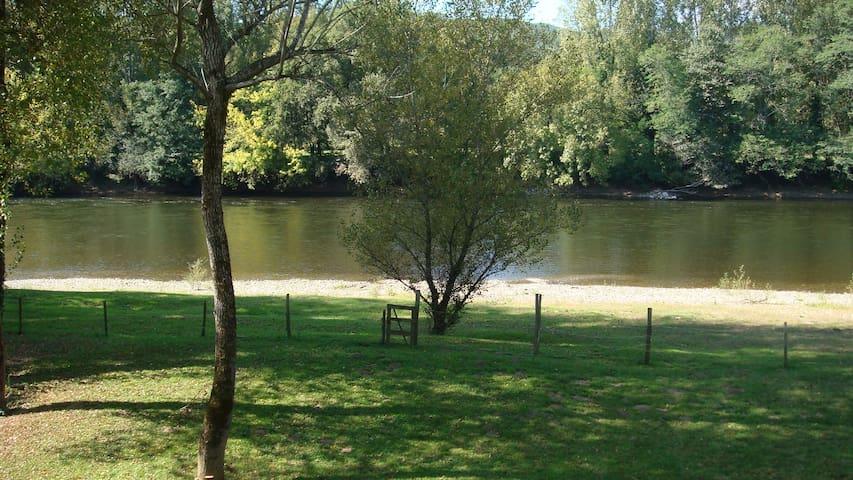 Ancienne Ferme de Pêcheur au bord de la Dordogne