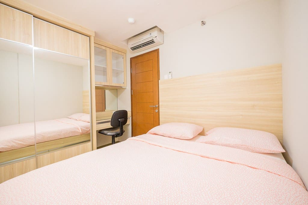 Room #1 (Queen Bed)