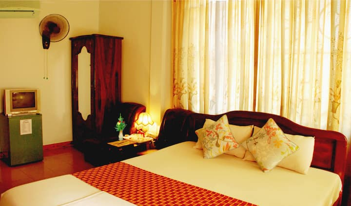 DB Room (w balcony) - Phong Nha Hotel