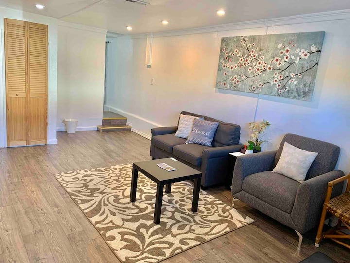 Convenient Newly modern entire apartment/ parking