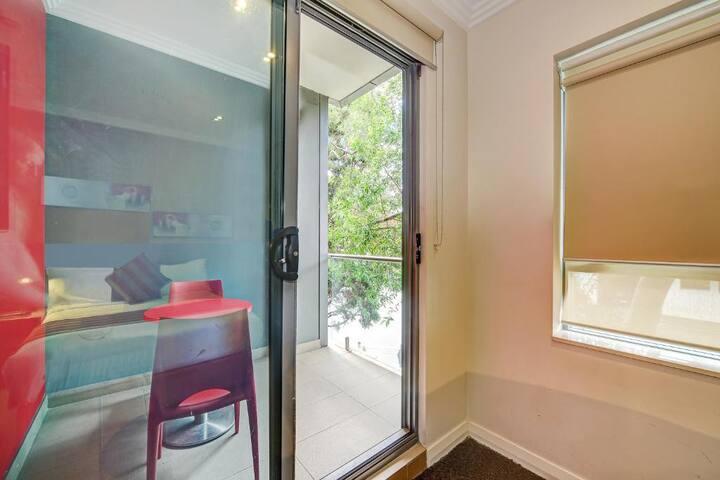 Lovely Queen Room In Sydney